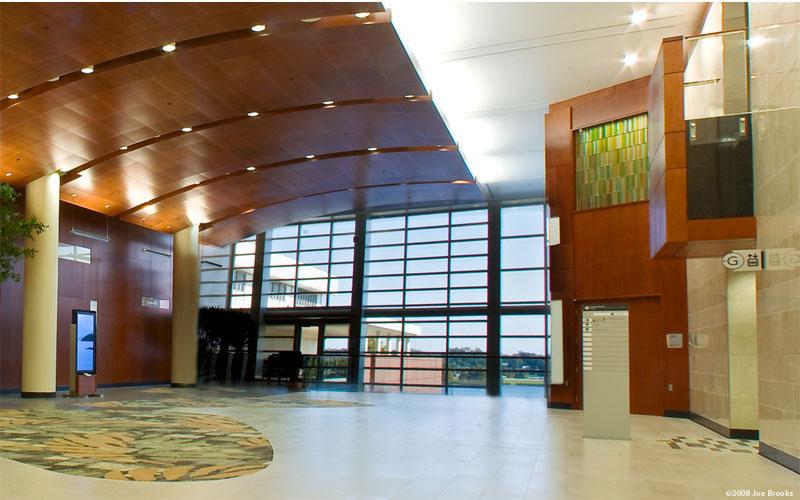Chapel art glass wall by Paul Housberg: Florida Hospital